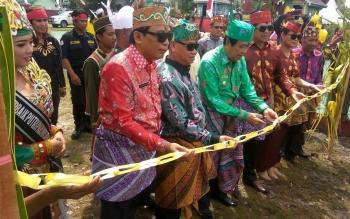 Kegiatan Mamapas Lewu dan Mampakanan Sahur di Taman Miniatur Budaya Sampit.