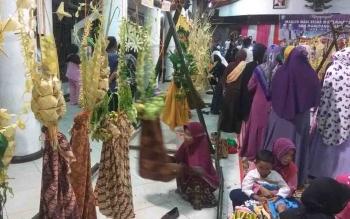 Tradisi Manuyang Anak di Sampit.