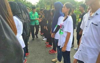 Dokumentasi saat Wabup menyalami para anggota DC HMP yang berangkat menuju Kalimantan Selatan.