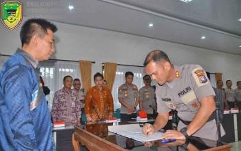 Penandatangan nota kesepahaman dalam rangka menghadapi pilkada Kabupaten Barito Utara 2018, Jumat (15/12/2017).