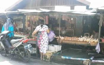Harga daging ayam potong di Pasar Kasongan saat ini dijual pedagang Rp38 ribu per kilo, mendekati Natal dan tahun baru mendatang diprediksi harganya akan mengalami kenaikan.
