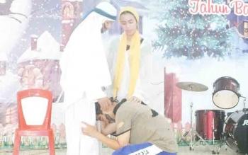 Pelajar SMAN 1 Sepang perankan drama anak yang hilang pada perayaan Natal di GKE Sion Kelurahan Sepang Simin, Kecamatan Sepang, Sabtu (16/12/2017).
