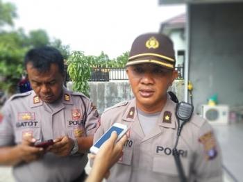 Kabag Ops Polres Palangka Raya Kompol Purwanto didampingi Kasat Sabhara AKP Gatot membeberkan keterangan kepada wartawan, Minggu (17/12/2017).