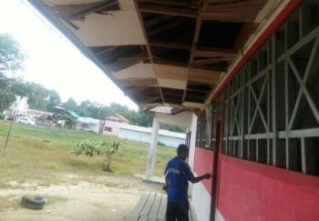 Bangunan sekolah dasar di Desa Sepang Kota, Kecamatan Sepang, Kabupaten Gunung Mas, yang mengalami kerusakan.