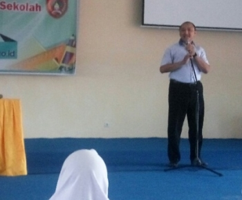 Kepala SMP dan SMA Semesta Boarding School Imam Husnan Nugroho.