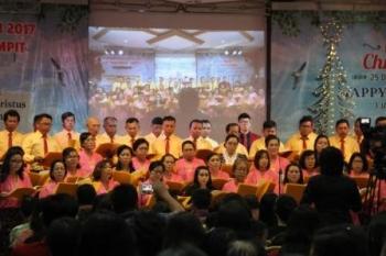 Suasana Natal gabungan di Gereja Alfa Omega