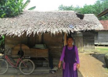 Rumah wwarga miskin yang beratap rumbia