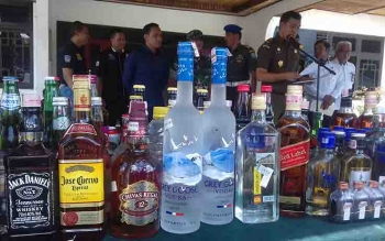 Polres Kotawaringin Timur Amankan Ratusan Botol Minuman Keras