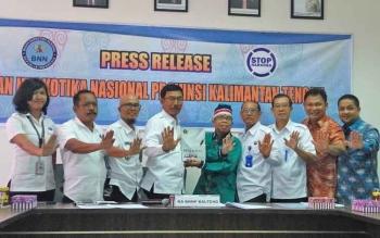 PWI Kalimantan Tengah Serahkan Buku Putih ke Badan Narkotika Nasional