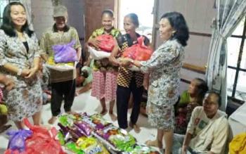 Ikiawan Gunung Mas Bagikan Paket Sembako