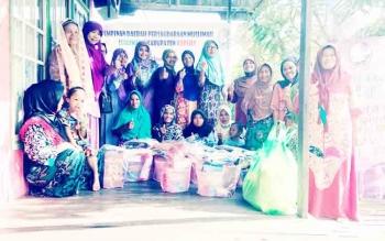 Salimah Kapuas Berbagi Sembako dan Baju Kepada Para Janda Lansia