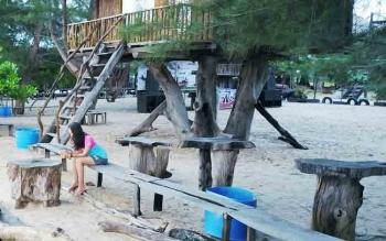 Pengunjung Pantai Ujung Pandaran Tidak Puas Akibat Akses Internet Buruk
