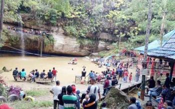 Air Terjun Batu Mahasur Dipadati Pengunjung