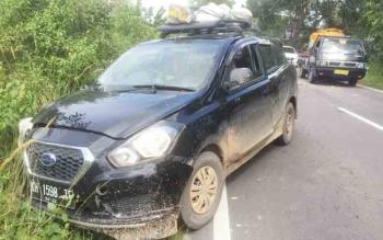 Mobil Datsun Vs Dump Truk Tabrakan