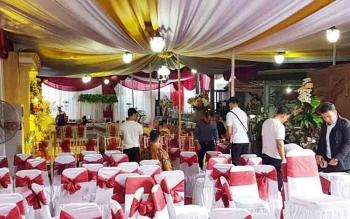 Dominasi Merah Putih Hiasi Rumah Keluarga Calon Mertua Gubernur Kalteng