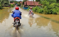 Gunung Mas Dikepung Banjir