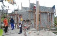 Bhabinkamtibmas Polsek Kurun Aktif Awasi Pembangunan Kantor Desa