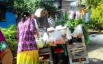 Harga Sayur Masih Mahal, Ibu-Ibu Tetap Belanja