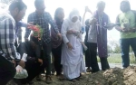 Isak Tangis Warnai Pemakaman Yani Penderita Gizi Buruk