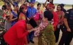 Gubernur Sugianto Cium Tangan Megawati Soekarno Putri