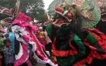 Meriahnya Kirab Pesona Budaya pada Acara Resepsi Pernikahan Gubernur Kalteng
