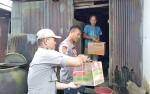 Polsek Jaya Karya Serahkan Bantuan Kepada Warga Miskin