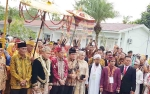 Gubernur Tiba, Lawang Sakepeng Menyambutnya