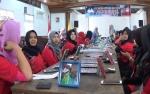 Puluhan Wanita di Sampit Dapat Pelatihan Tata Rias