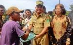 Bupati Ben Serahkan 3.983 Sertifikat Tanah Sacara Simbolis Kepada Warga Kapuas Timur