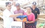 Bupati Ben Brahim Turun Langsung Salurkan Bantuan Pada Warga Korban Puting Beliung