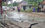Warga Anoy Swadaya Perbaiki Jalan yang Rusak