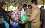 25 Warga Lanjut Usia di Kecamatan Maliku Terima Bantuan