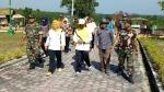 Bupati Kobar dan Anggota TNI/Polri Gotong Royong Bersihkan Bundaran Pangkalan Lima