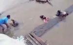 Polisi Ini Tolong Ibu Hamil yang Tercebur di Sungai Barito