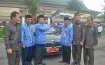 Bupati Sakariyas Kembalikan 3 Mobil Dinas