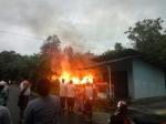 Saat Hujan Deras, Satu Rumah di Desa Sungai Tendang Hangus Dilalap Api