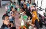 Selamatan Wisuda Doktor, Anggota KPU Ini Traktir Wartawan Makan Siang