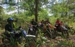Ekstrem! Ngetrail Bareng Kapten Suradi Sampai ke Tebing Bukit Tangkiling