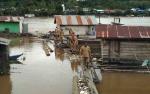 Dinas Lingkungan Hidup Dan Perikanan Ambil Sampel Air Sungai Barito