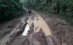 Kerusakan Jalan Desa Puruk Batu Menuju Kecamatan Tuai Keluhan Masyarakat