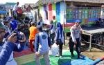 DLH Bersama Warga Dan Relawan Bersihkan Sungai di Kampung Sega