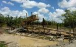 Penambang Emas di Kawasan Pertanian Mulai Angkut Peralatan