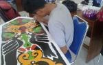Puluhan Pelajar  Ikuti Lomba Menganyam dan Melukis Ornamen