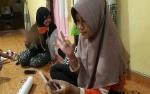 Keren, Komunikasi Anak Tuna Rungu Lewat Video Call WhatsApp