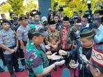 Upacara Adat Hentikan Langkah Panglima TNI dan Kapolri