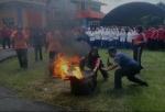 Peringati HKBN, BPBD Kobar Latih Siswa dan Mahasiswa Cara Memadamkan Kebakaran