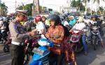 Razia Operasi Patuh di Sampit, Kapolres Kotim Beri Tiga Pengendara Helm