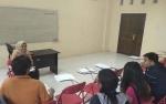 Mahasiswa Ekonomi Untama Tingkatkan Diskusi Berbahasa Inggris