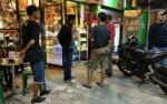 Aparat Sambangi Toko Penjual Minuman Keras Yang Buka di Bulan Ramadan