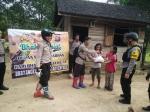 Jajaran Polres Barito Utara Bagikan Sembako di Daerah Terpencil